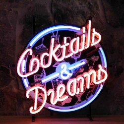 Neonskylt Cocktails and dreams med bakgrund
